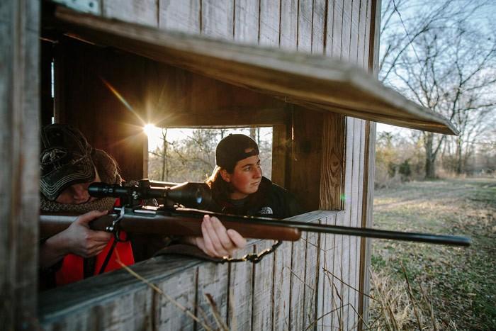 women_hunting_blind_opening